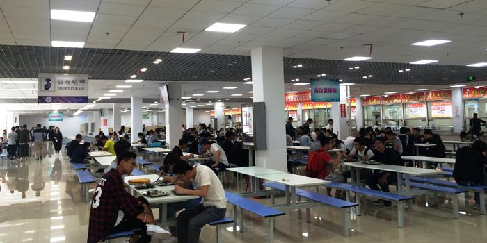 大学生食堂